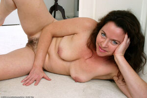 very hairy mature pussy