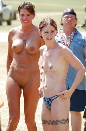 mom daughter nudist