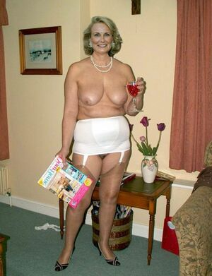 hot naked mom