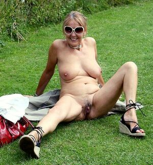 naked old granny pics