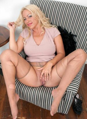 moms pantyhose stories