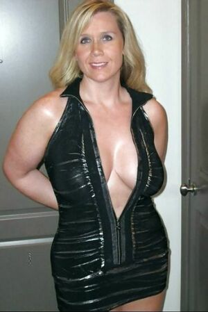 busty milf cleavage
