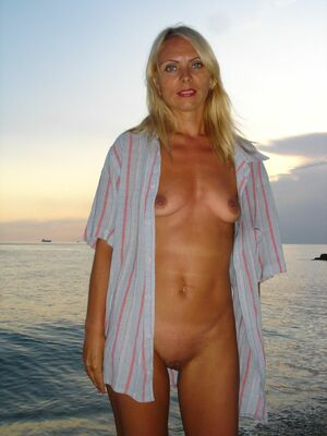 amateur nude mom